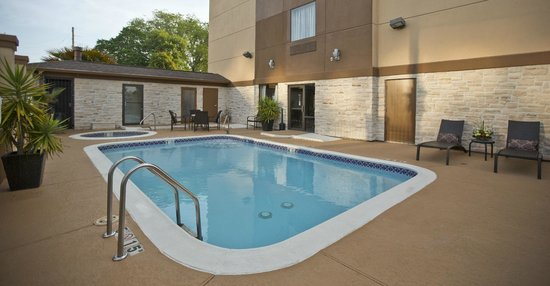 Holiday Inn Express Hotel & Suites The Woodlands: Take a dip, or hang out poolside!