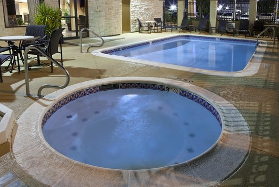 Holiday Inn Express Hotel & Suites The Woodlands: Spacious Hot Tub