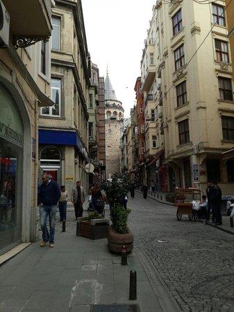 Historic Areas of Istanbul: Galata Kulesi'ne bir bakis