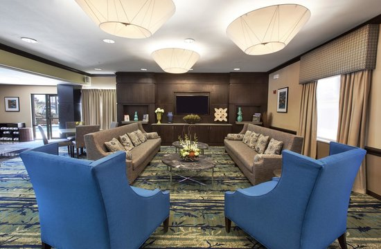 Holiday Inn Express Hotel & Suites The Woodlands: Come relax in the Great Room after a long day.