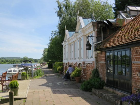 The Beetle & Wedge Boathouse: The part of the Restaurant overlooking the River