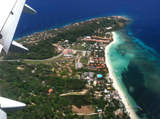 Bananarama Beach and Dive Resort: West Bay Beach from the air