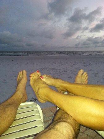 Estero Island Beach Club: Enjoying the end of the day