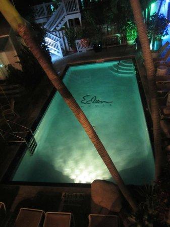 Eden House: La piscine de nuit