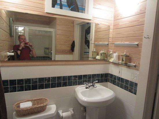 Eden House: Petite salle de bain