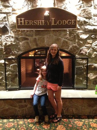 Hershey Lodge: Fireplace