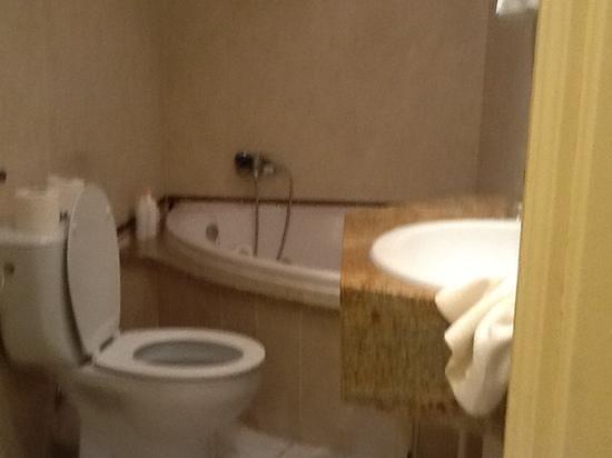 Hotel Cap Roig: salle de bain
