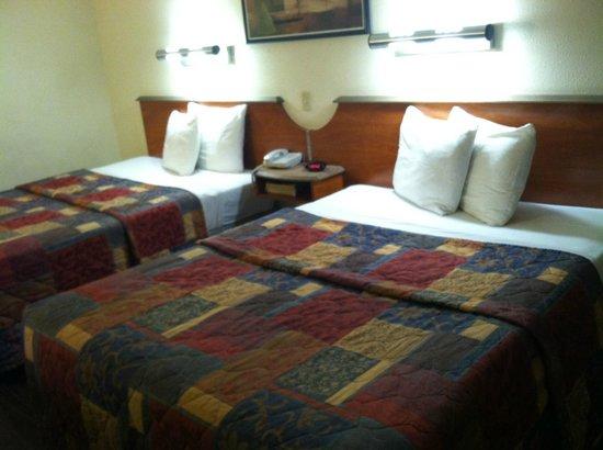 Rodeway Inn & Suites: Beds
