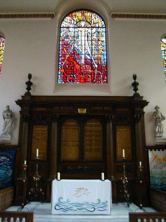 St. Michael Paternoster Royal: Main altar