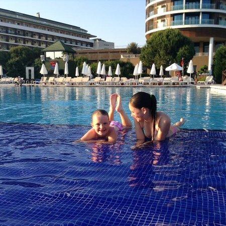 Voyage Belek Golf & Spa: Loved the main pool ledge