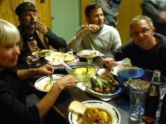Rockhoppers Private Tours: Traditional meal