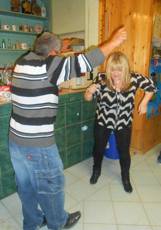 Rockhoppers Private Tours : Dancing the Romany way!
