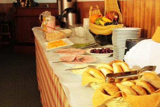 HOTEL EL BUHO: Breakfast