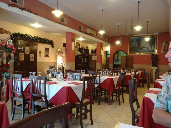 Ristorante De la Ville : restaurant interior
