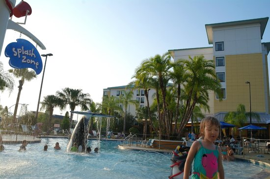 SpringHill Suites by Marriott Orlando at SeaWorld: Outside hotel