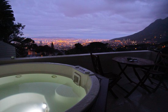129 on Kloof Nek: The jacuzzi at night