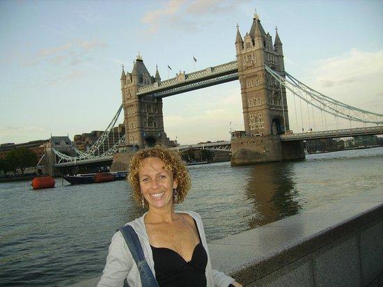 Puente Tower Bridge: Um dos locais que eu mais gosto na Inglaterra....acho lindo principalmente no final da tarde...