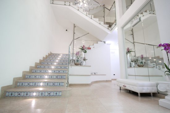 Paradiso hotel bovelacci reviews price comparison for Hotel paradiso milano
