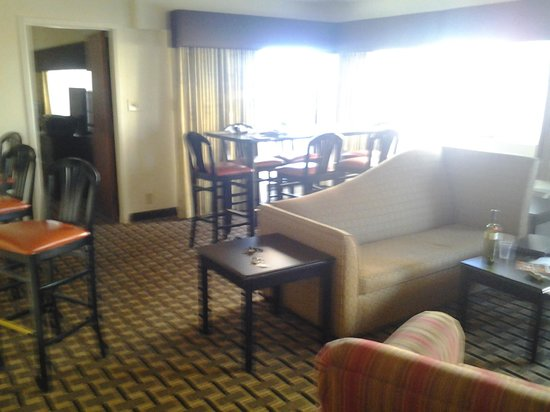Comfort Inn Downtown Charleston: The living area of the suite was pretty spacious.