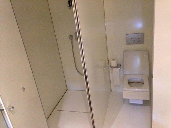 Worldhotel Saltanat Almaty : bathroom