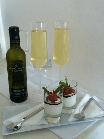 Andronis Boutique Hotel: Complimentary yogurt with balsamic and fruit and a bottle of wine. A wonderful treat.