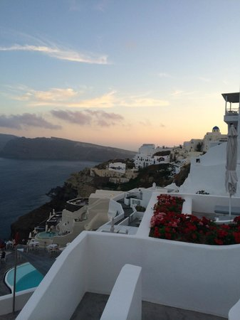Andronis Boutique Hotel : Western view of the sunset from our 1st floor balcony.