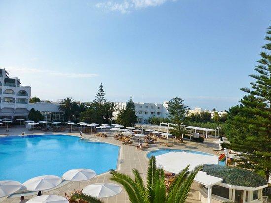 El Mouradi Palace : Pool area from balcony