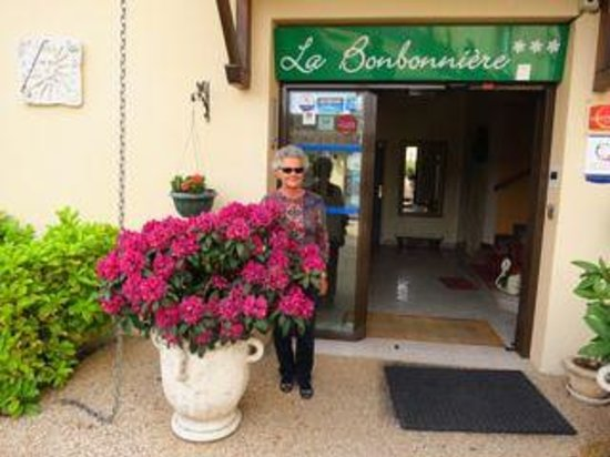 Hotel La Bonbonniere: La Bonbonniere entrance