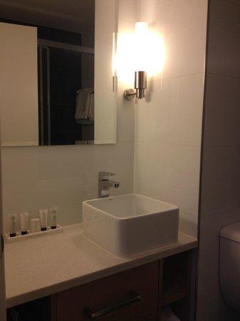 Rendezvous Hotel Melbourne : Mini-Bathroom