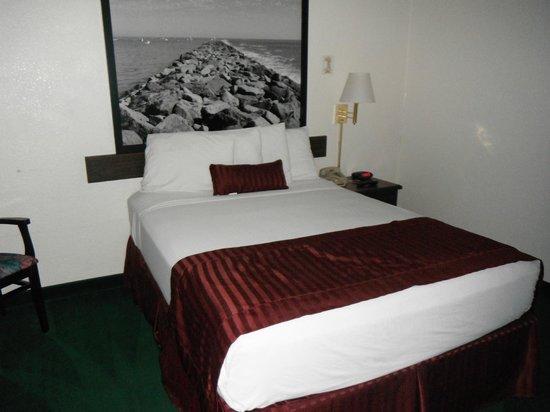 Super 8 Anaheim Near Disneyland: bed