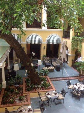 Hotel El Convento: Patio bar and restaurants.