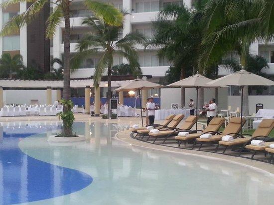 Marival Residences Luxury Resort Nuevo Vallarta: Bord de piscine