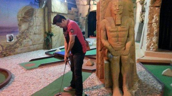King Tutt's Putt Putt Mini Golf: Putting next to King Tut.