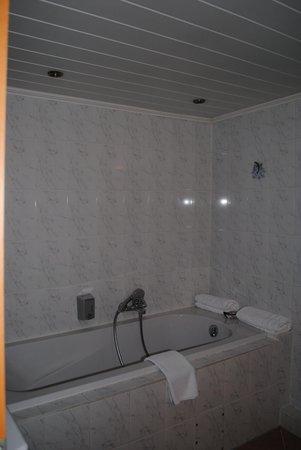 Vasca da bagno - Picture of Hotelschiff Perle, Bremen - TripAdvisor