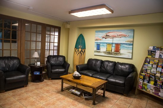 Charlie's Island Hideaway : Office area