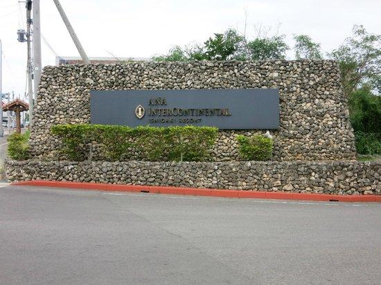 ANA Intercontinental Ishigaki Resort: ホテル入口の看板
