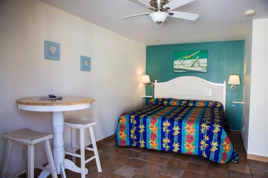 Charlie's Island Hideaway : King size room