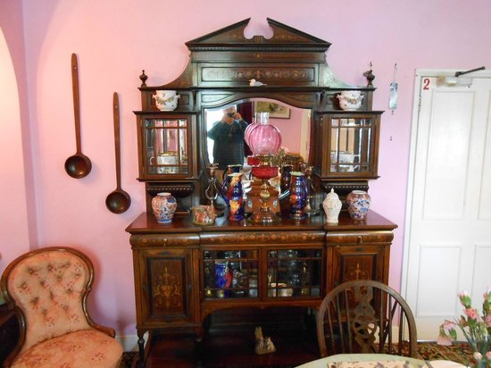 St James House : Lovely Antiques