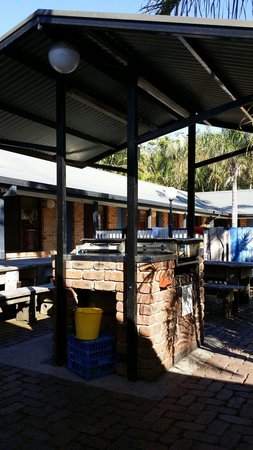 Backpackers Holiday Village: BBQ