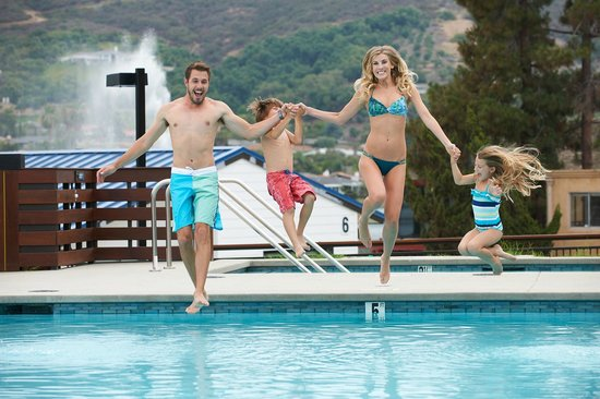Lakehouse Hotel & Resort: Jump on in!