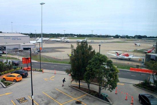 Ibis Budget Hotel Sydney Airport: vista da janela para campo de voo