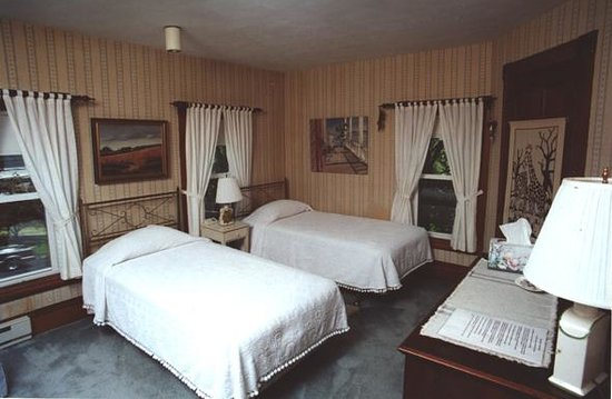 Penury Hall Bed & Breakfast : King or Twins with private bath