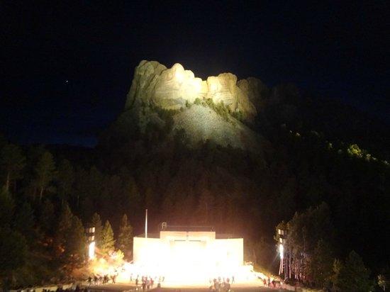 Mount Rushmore National Memorial: Cerimônia de iluminação do Mount Rushmore