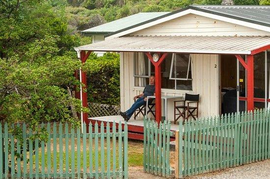 Punakaiki Beachfront Motels: Cabin #2 with verandah.