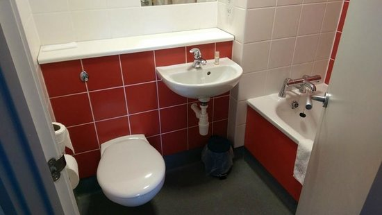 Travelodge Edinburgh Airport Ratho Station Hotel: bathroom