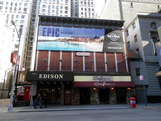 Hotel Edison Times Square : Entrada pela 46th