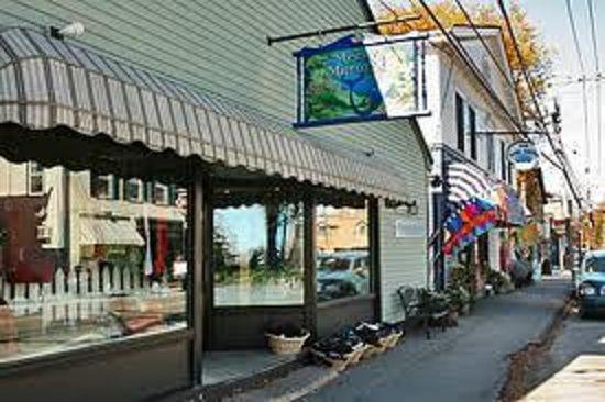 Penury Hall Bed & Breakfast : Main Street