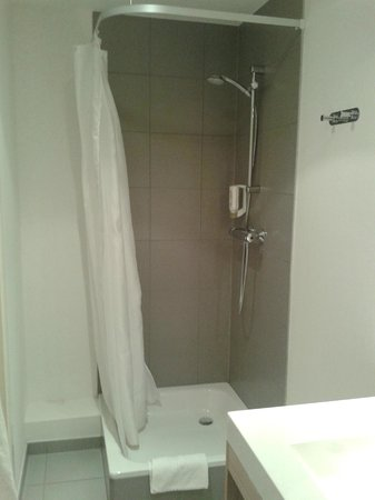 Adagio Access Brussels Europe : Shower