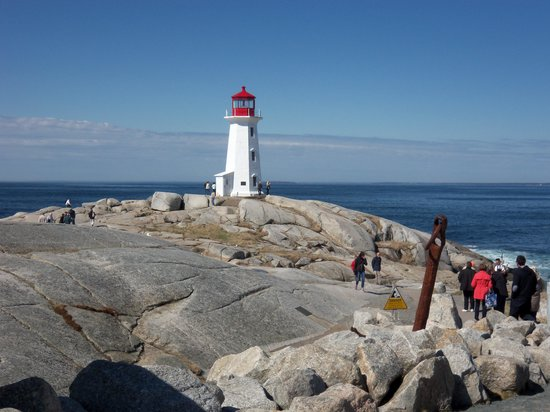 Bruce's Tours: the lighthouse at Peggy's Cove
