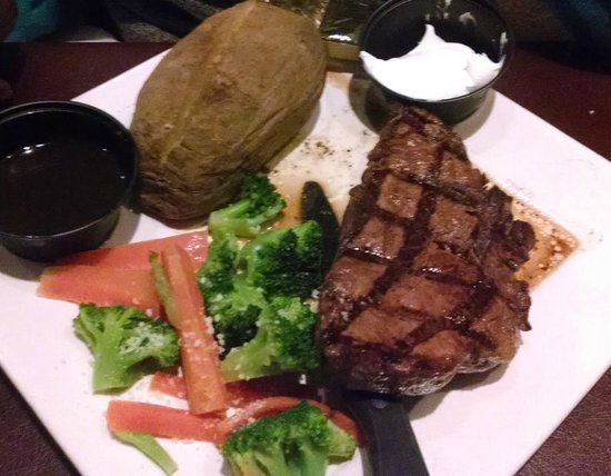 Firewood Restaurant & Sport Lounge: Sirloin steak with 2 sides